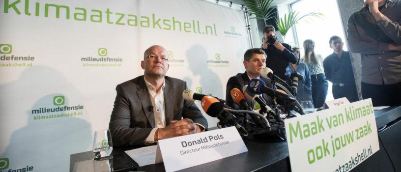 Donald Pols geeft uitleg over de klimaatzaak tegen Shell (foto: Milieudefensie)